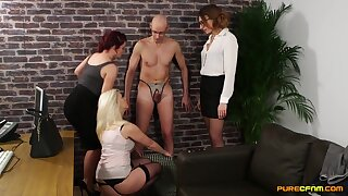 Handsome situation man gets his dick pleasured by horny models