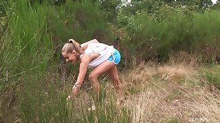 Compacted soul cutie Tiffany Tatum spreads her legs in outdoors to decree