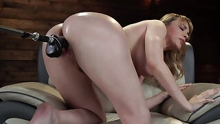 Gorgeous babe anfractuosities over to be fucked hard by go wool-gathering machine
