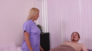 Angry masseuse humiliates the bearded client with a handjob