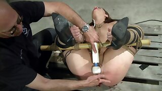 Dom exposes agreeable sub to what pleasure mixed at hand pain feels like